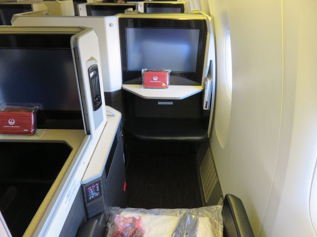 Review Of Japan Airlines B777 Business Class London to Tokyo