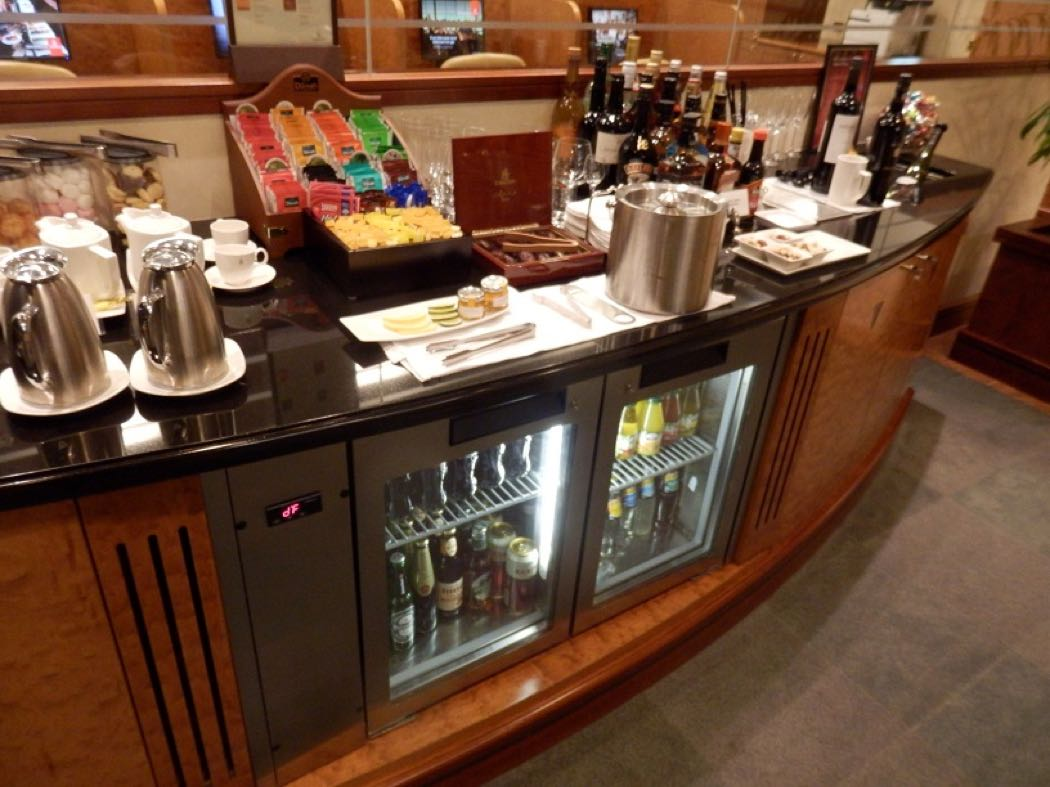 Emirates Business Class Lounge Review At Brisbane Airport