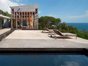 2 nights for 12ppl at Alinghi Beach House, QLD, Australia