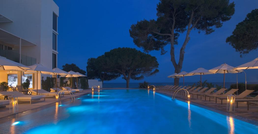 Me ibiza a chic luxury hotel next to nikki beach club for Ibiza hotel luxury 5 star