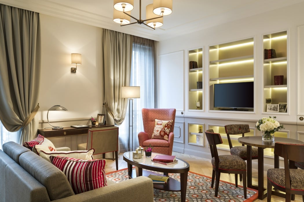 5 Best Luxury Hotel Rooms & Apartments Near The Eiffel Tower