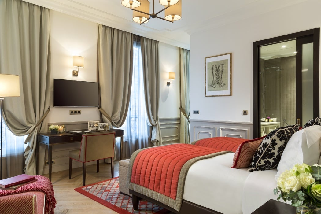5 best luxury hotel rooms apartments near the eiffel for Top luxury hotels