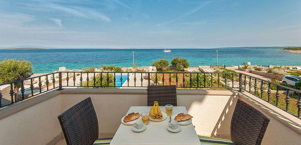 Review: Villa Ružmarin – On The Edge Of The Mediterranean