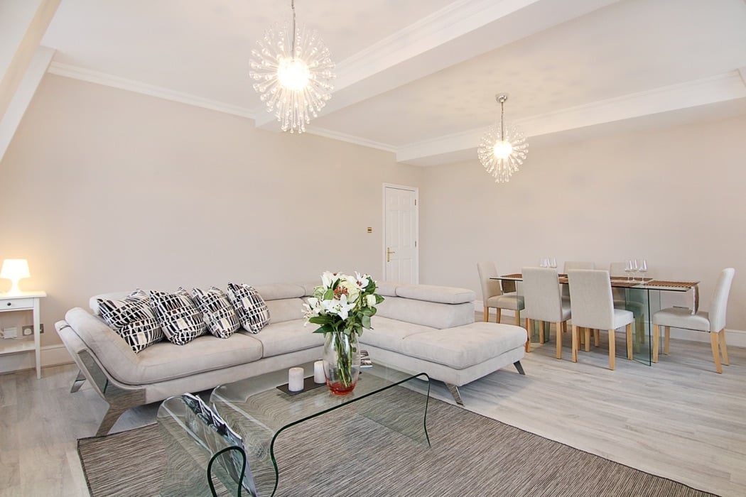 Review the grosvenor exclusive luxury apartment in london for Exclusive luxury accommodation