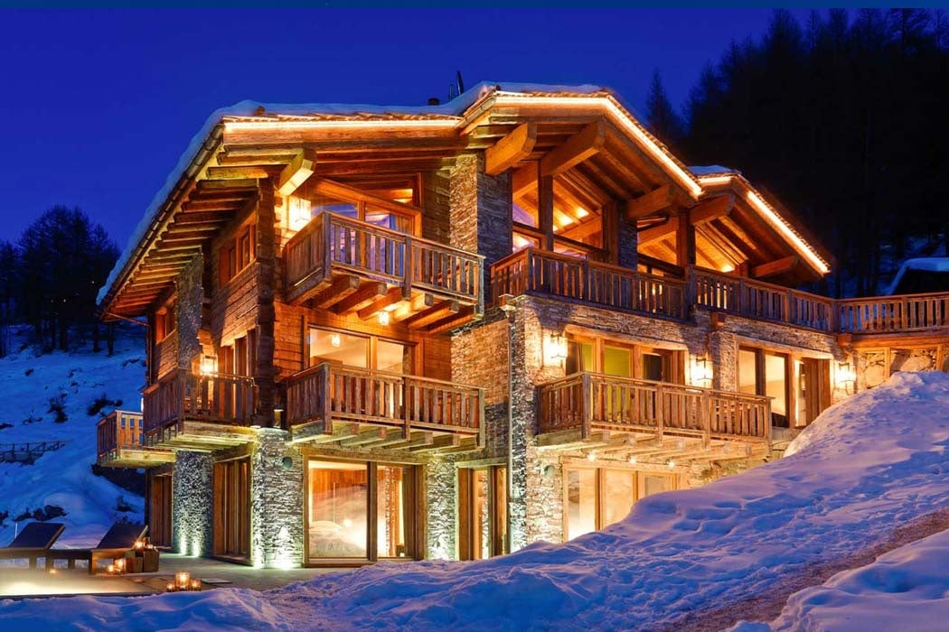 Top 5 Best Luxury Ski Chalets With Hot Tubs