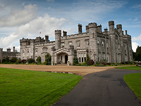 2 Nights Glamping for 4 Ppl by the Loch of a Scottish Castle
