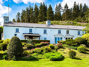 3 nights for 12 people in a traditional Welsh Longhouse