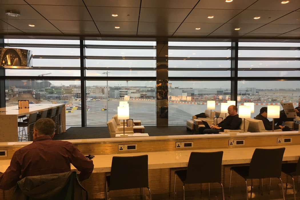 United airport lounge review at london heathrow queens for Best airport lounge program