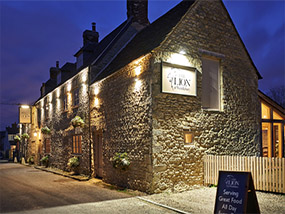 An Overnight Stay At The Lion At Wendlebury, Oxfordshire, UK