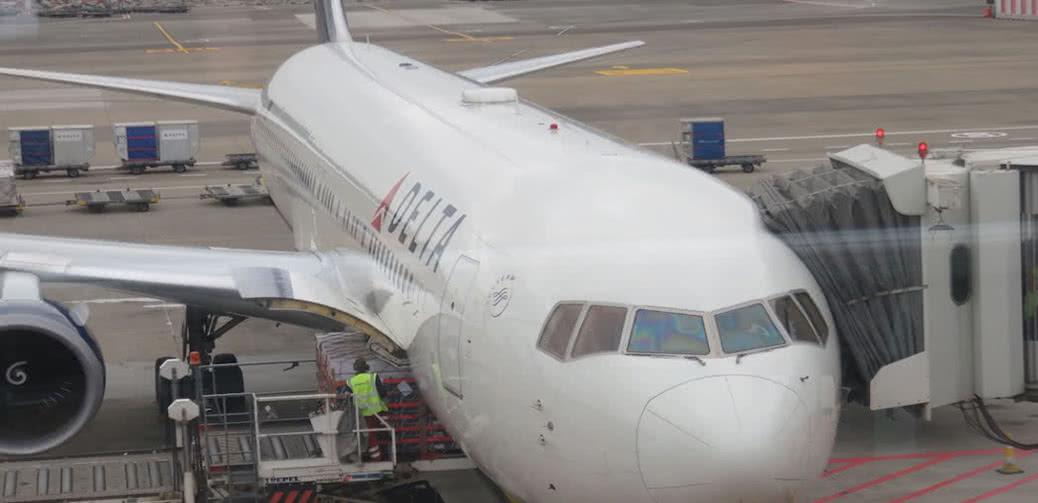 Smoke In Cockpit On Delta Flight!