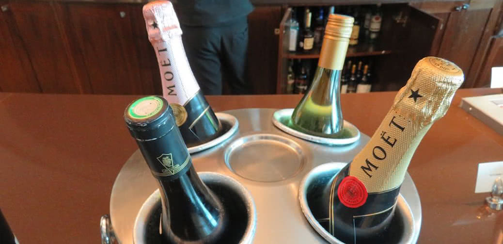 Review: Best Emirates Airport Lounges In The World