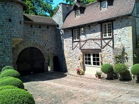 4 Nights In The Gatehouse At Chateau D'Arnac in France