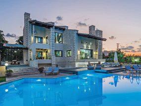 3 Nights for 14Ppl In A Stunning Luxury Villa In Crete, Greece